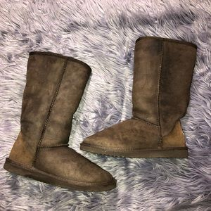 UGG Women's Classic Tall Size 6